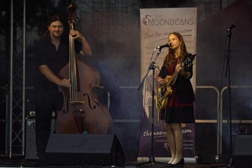 The Moonbeams at Eastbourne Lakeside Festival